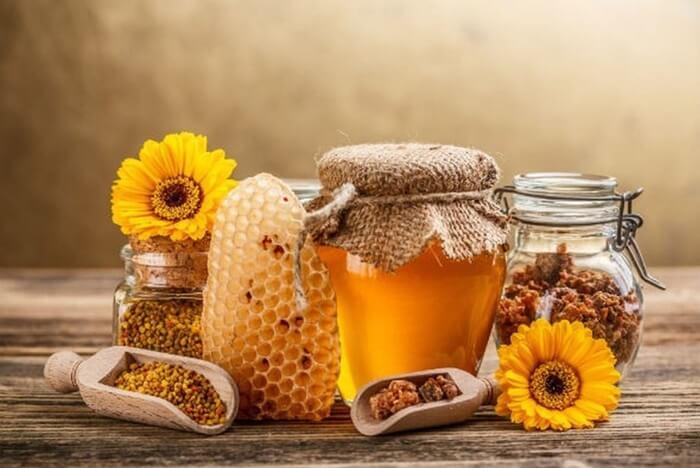 Mật ong nguyên chất rất tốt sau khi nặn mụn