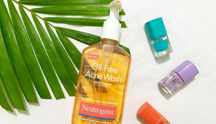 Sua rua mat Neutrogena Oil Free Acne Wash